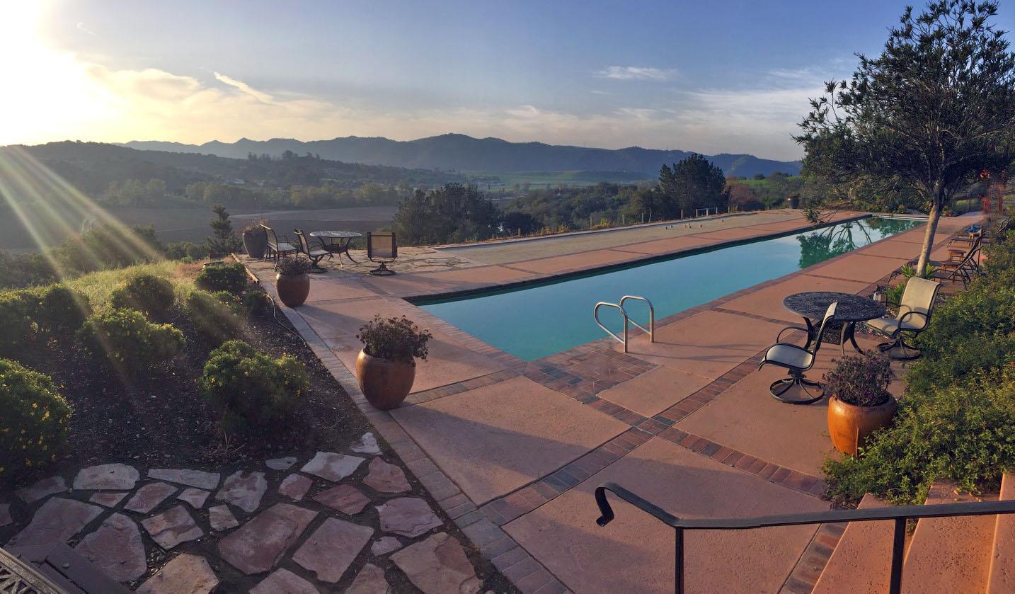 Poolside Cielo